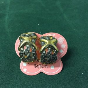 Jewelry - Vintage Clip on Earrings, 6 pairs